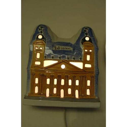 ÁTTÖRT, falra akasztható kerámia lámpa, a debreceni Nagytemplommal