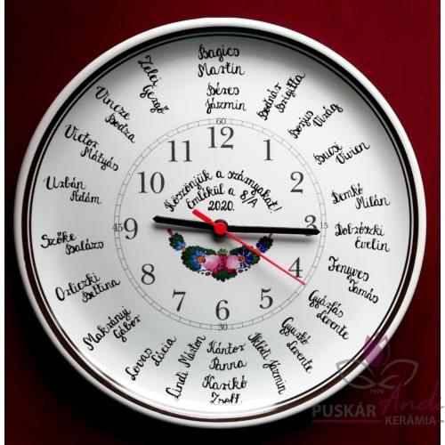 Fali tányér óra /Ø32 cm/  iskolai ballagásra, osztálynévsorral /22 névvel/