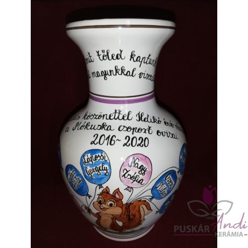 Mókusos váza óvodai ballagásra, csoportnévsorral /10 név/ a lufikban /24 cm/